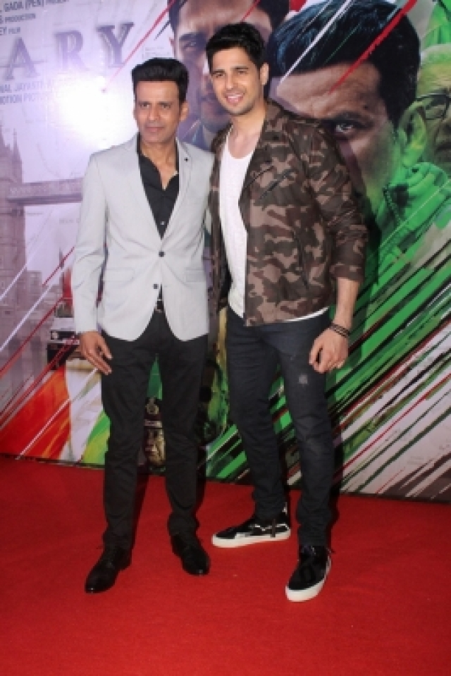 "Mumbai: Actors Sidharth Malhotra and Manoj Bajpayee at the trailer launch of their upcoming film ""Aiyaary"" in Mumbai on Dec 19, 2017. (Photo: IANS)"
