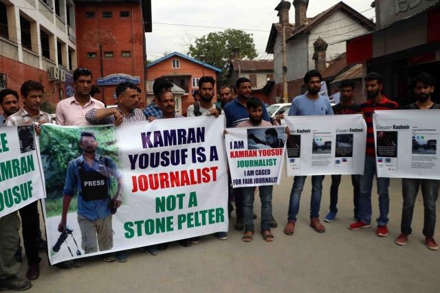 <p>Protest at Srinagar's press colony soon after Kamran's arrest. </p>