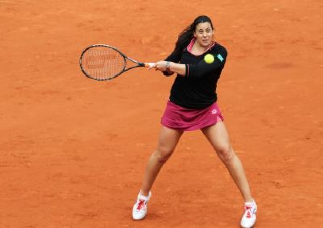 PARIS, May 29, 2013 (Xinhua) -- Marion Bartoli of France hits a return during her women