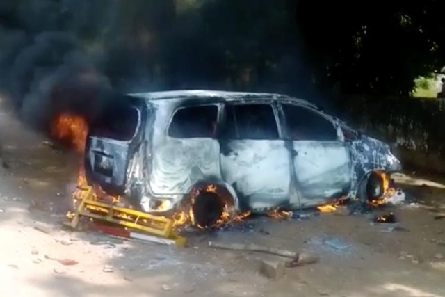 The mob set fire to the official car of IGP (Western Range) Hemant Nimbalkar in Kumta.