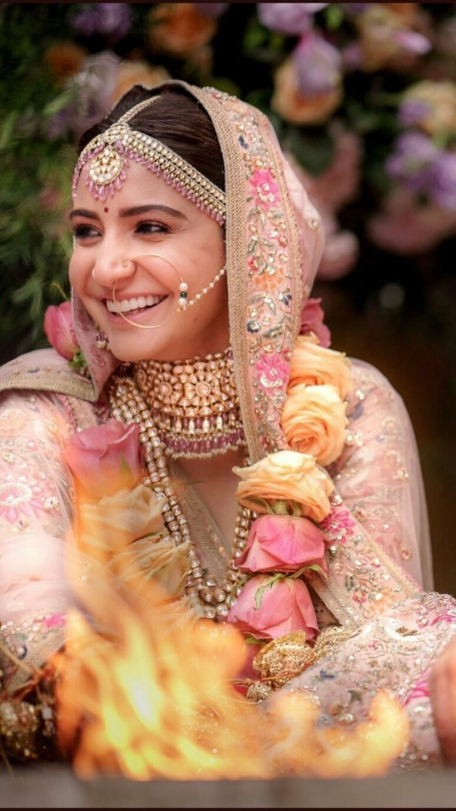 Anushka is pretty as a picture in Sabyasachi.