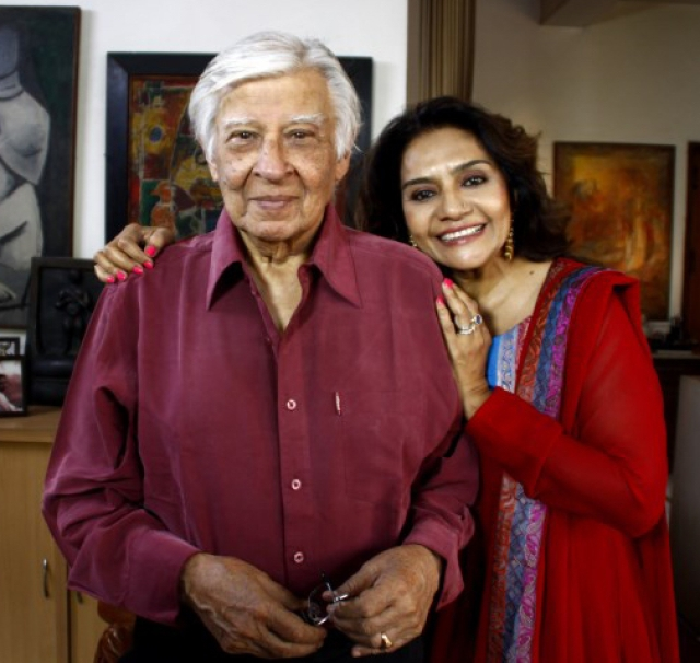 Barkha Roy shares the frame with Indian artist, Krishen Khanna.