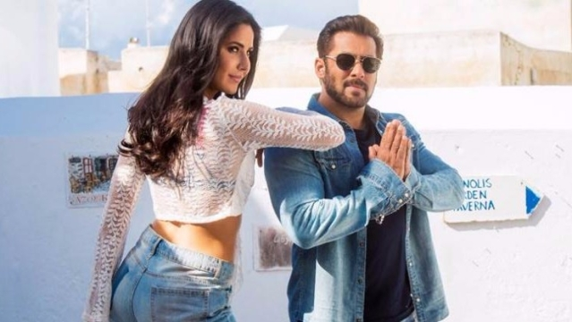 Salman Khan and Katrina Kaif in the song <i>Swag Se Swag </i>from <i>Tiger Zinda Hai.</i>