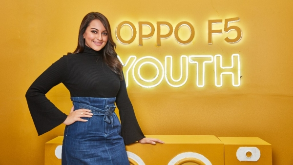 Sonakshi Sinha is all smiles at the OPPO F5 Youth Selfie Cafe.