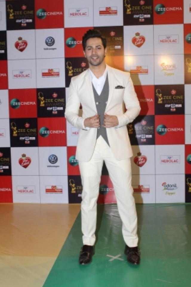 "Mumbai: Actor Varun Dhawan at the red carpet of ""Zee Cine Awards 2018"" in Mumbai on Dec 19, 2017. (Photo: IANS)"
