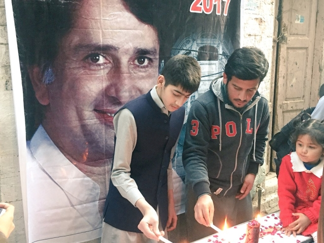Youngsters lighting candles outside the Kapoor Haveli in memory of Shashi Kapoor.