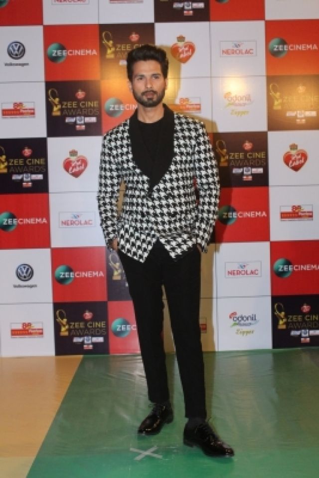 "Mumbai: Actor Shahid Kapoor at the red carpet of ""Zee Cine Awards 2018"" in Mumbai on Dec 19, 2017. (Photo: IANS)"