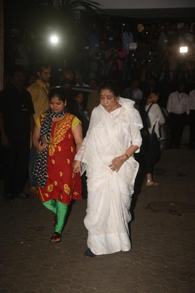 Asha Bhosle makes a rare appearance.