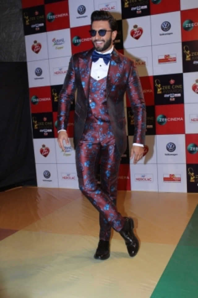 "Mumbai: Actor Ranveer Singh at the red carpet of ""Zee Cine Awards 2018"" in Mumbai on Dec 19, 2017. (Photo: IANS)"