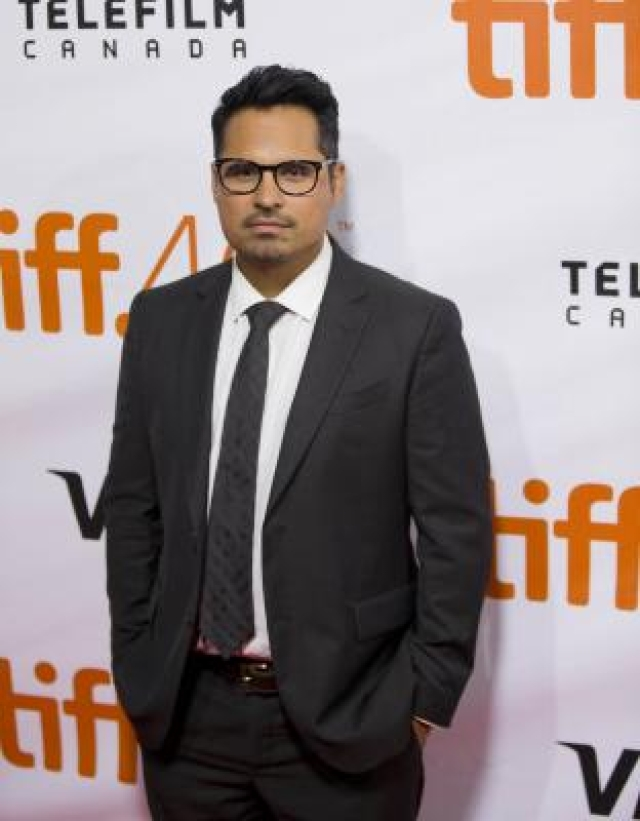 "TORONTO, Sept. 12, 2015 (Xinhua) -- Actor Michael Pena poses for photos before the world premiere of the film ""The Martian"" at Roy Thomson Hall during the 40th Toronto International Film Festival in Toronto, Canada, Sept. 11, 2015. The 40th Toronto International Film Festival (TIFF) runs from Sept. 10-20, 2015. (Xinhua/Zou Zheng/IANS) (zjy)"