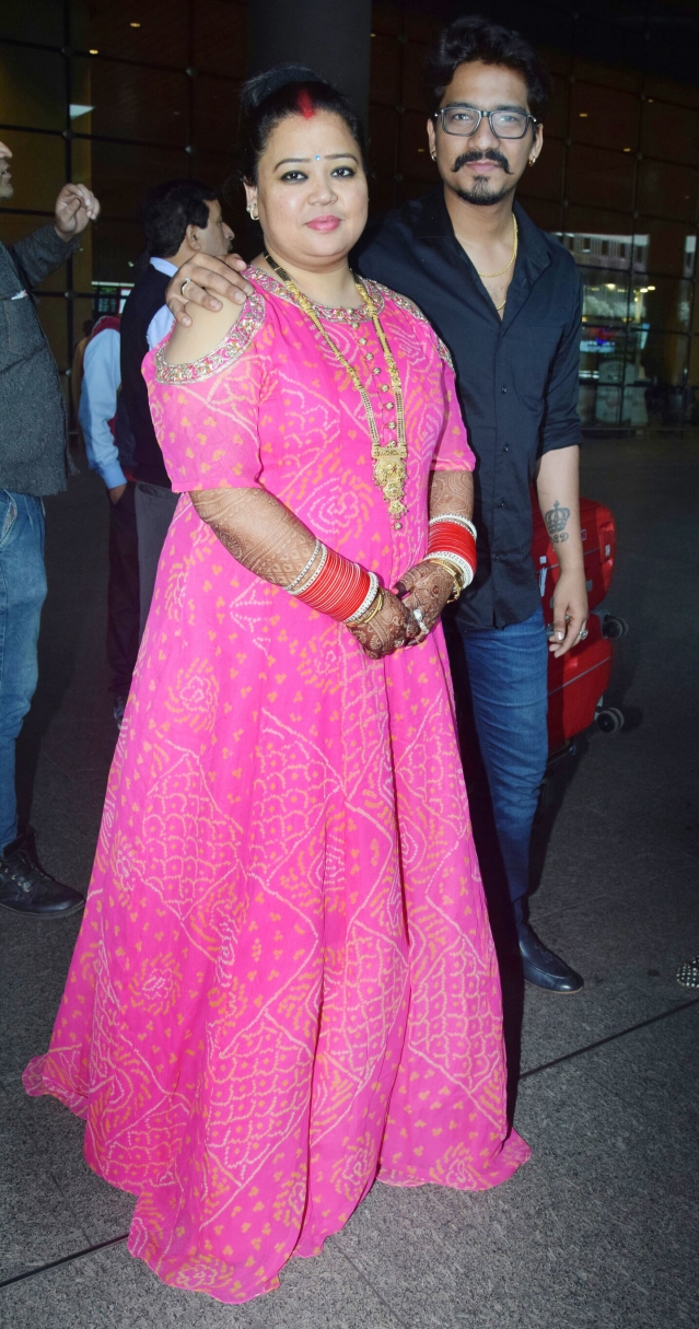 Bharti Singh looks pretty in pink.
