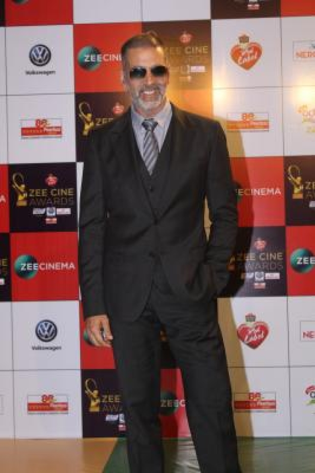 "Mumbai: Actor Akshay Kumar at the red carpet of ""Zee Cine Awards 2018"" in Mumbai on Dec 19, 2017. (Photo: IANS)"