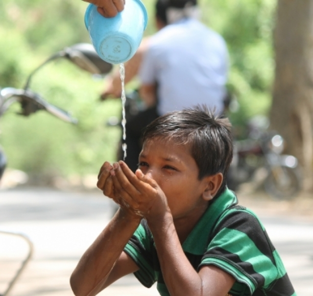 Nagpur: Heat wave condition persists in Nagpur with temperature hovering around 45.7 degree Celsius on May 16, 2016. (Photo: IANS)