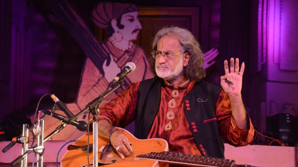 Rashtriya Tansen Samman winner Pandit Vishwa Mohan Bhatt performing at Behat