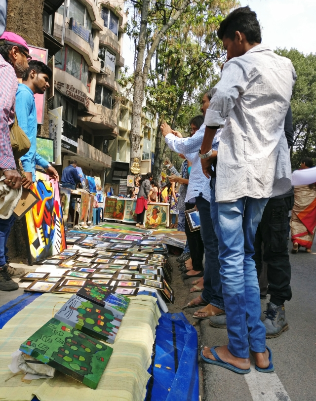 Artists from all over the country were seen exhibiting their colourful canvasses on the streets.