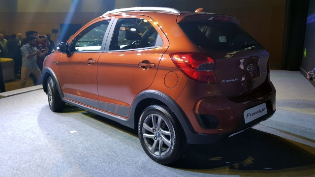 The rear of the Freestyle gets a revised bumper and slightly different detailing in the tail-lamps.