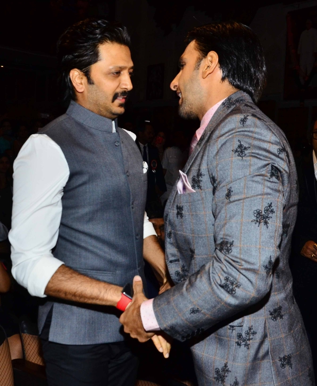 Can't miss the bromance brewing between Ranveer and Riteish.