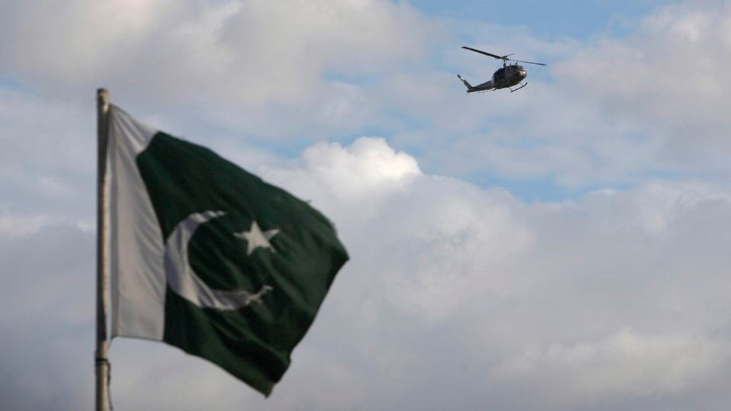 QBullet: Pak Opens Airspace; Century-Old Mumbai Building Collapses