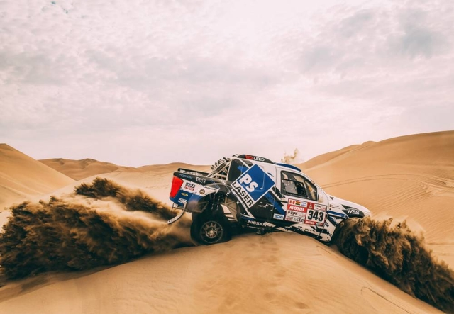 A Toyota rookie driver struggles to get his off-roader out of the fine sand.