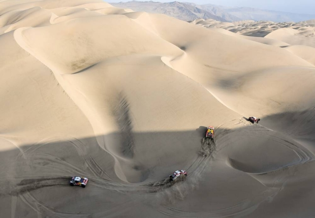 Off-roaders battle it out among the deep sand in Peruvian desert.