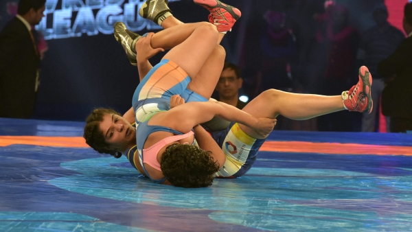 Mumbai skipper Sakshi Malik had an easy win over Delhi's Monia to clinch the match for Mumbai.
