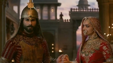 Shahid Kapur and Deepika Padukone in a still from <i>Padmaavat. </i>Photo Courtesy: YouTube Screenshot