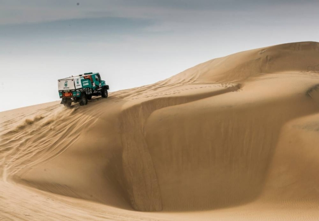 Iveco truck at the top of a dune.