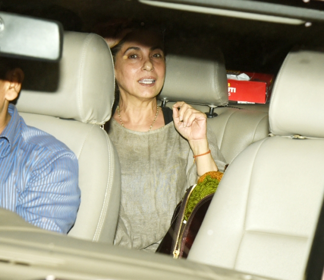 Dimple Kapadia comes in to watch <i>PadMan.</i>