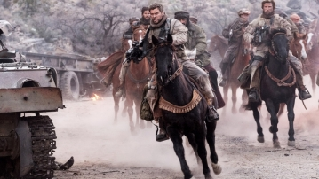 Chris Hemsworth in <i>12 Strong</i>.