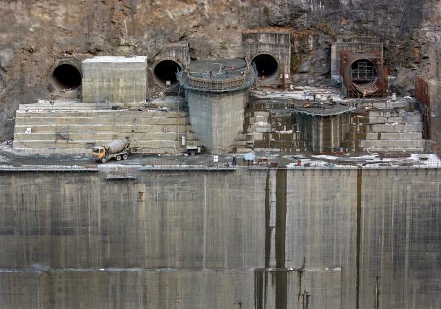 Men work at the Punatsangchu hydroelectric power project near the town of Wangdue Phodrang, Bhutan, 13 December  2017.