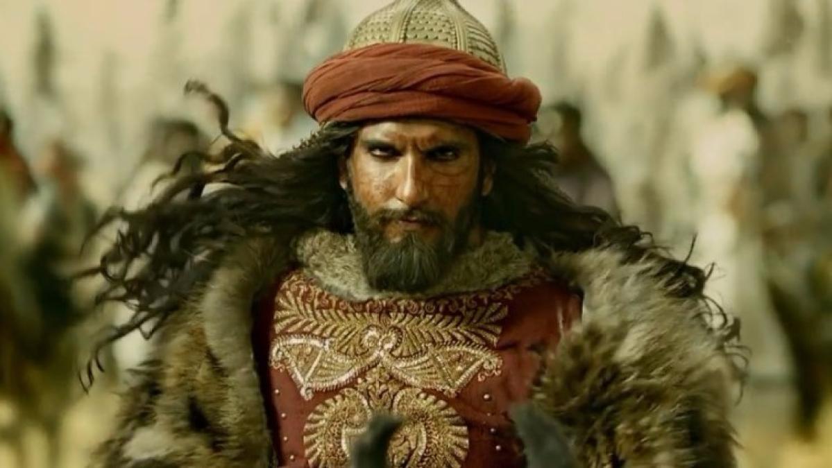 Ranveer Singh as Alauddin Khilji in <i>Padmavati. </i>&#8221; data-reactid=&#8221;253&#8243;><figcaption class=