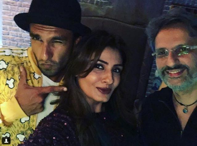 Ranveer Singh poses with Raveena Tandon and husband Anil Thadani.
