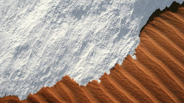 "<span style=""white-space: pre-wrap; background-color: rgb(255, 255, 255);"">Snow in the Sahara desert is not unheard of, but it's still pretty amazing.</span>"