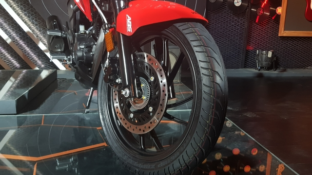 276mm disc brake on the front, with optional single-channel ABS.
