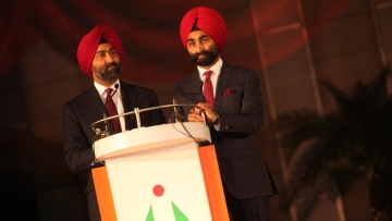 "The Singh brothers said they needed time to resolve ""complex"" issues that India's second largest hospital chain faces."