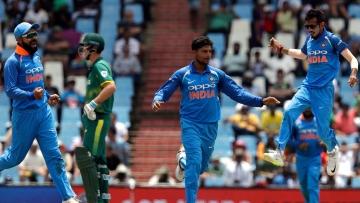Virat Kohli, Kuldeep Yadav and Yuzvendra Chahal during India's second ODI against South Africa.