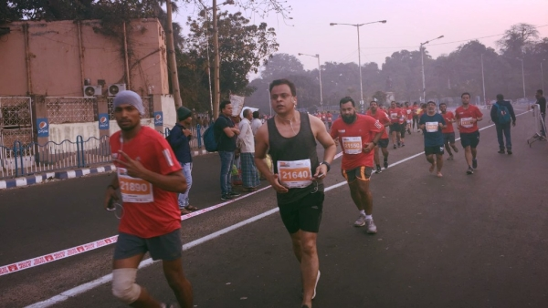 Over 10,000 runners took to the streets for the Kolkata Full Marathon. But with such high pollution levels, was it safe?