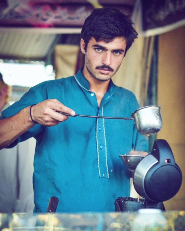 The picture of <i>chaiwala </i>Arshad Khan that went viral.