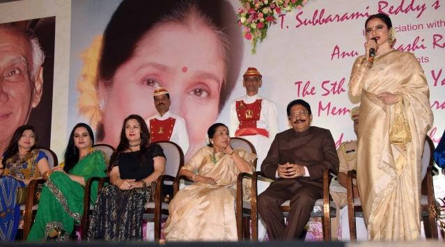 Rekha shares her memories of Asha Bhosle.