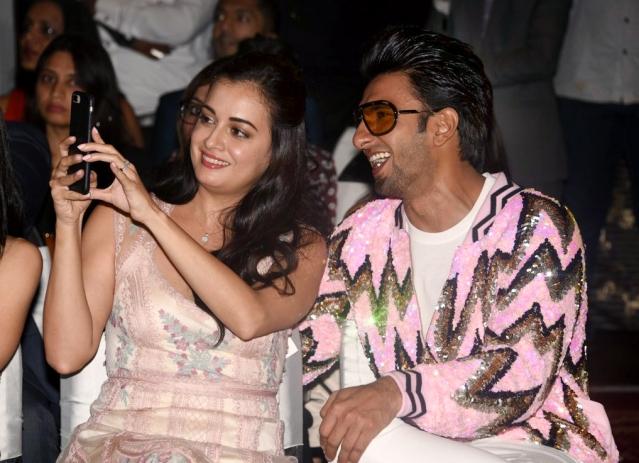 Dia takes a selfie with Khilji aka Ranveer.