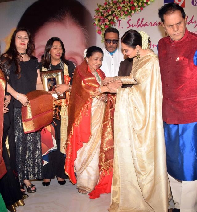 Rekha felicitates Asha Bhosle.