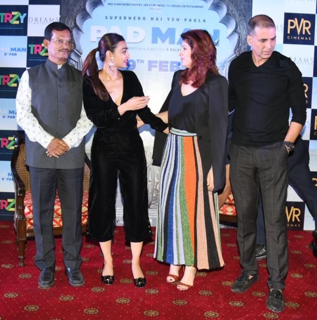 Twinkle Khanna and Radhika Apte share a moment as AMuruganantham and Akshay Kumar look on.