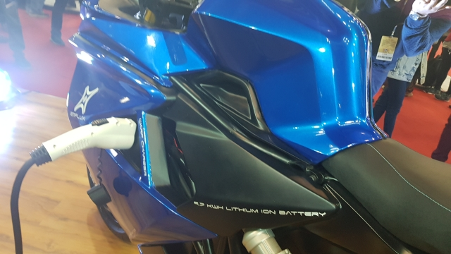 lithium ion battery packed on the bike promises fast-charging.