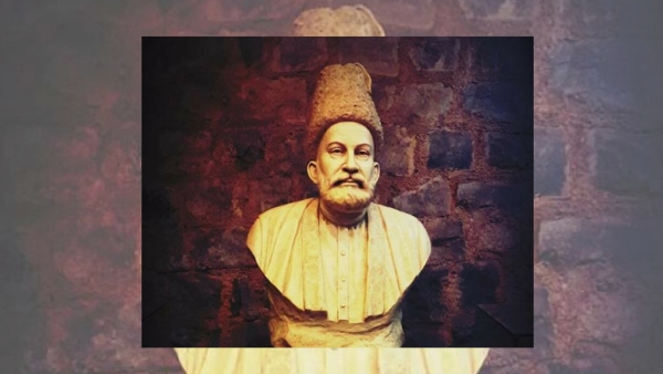 Mirza Ghalib's bust at his <i>haveli</i> in old Delhi.