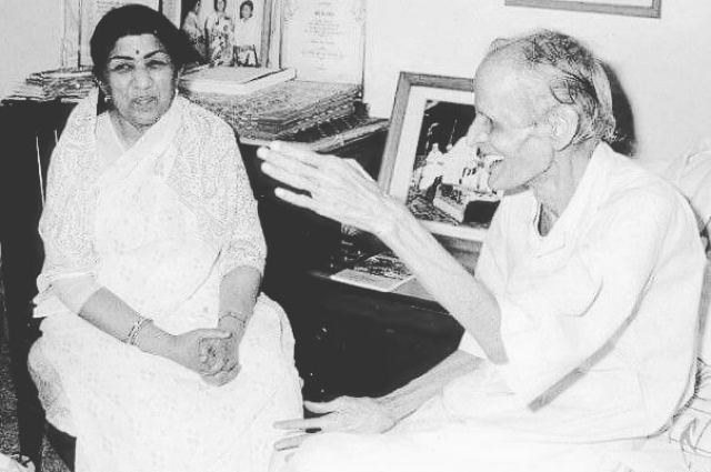 Pradeep with Lata Manegshkar.