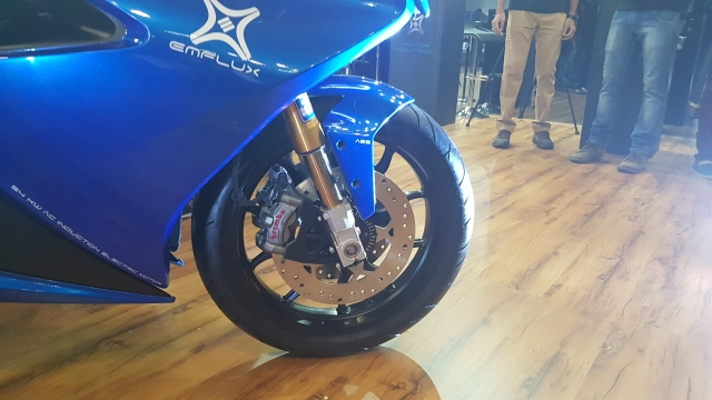 Pirelli Diablo Rosso II tyres on the Emflux One.