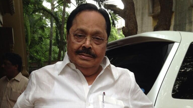 DMK leader Duraimurugan criticised the EPS government for wasting time in party politics and not paying attention to the governance of the state.