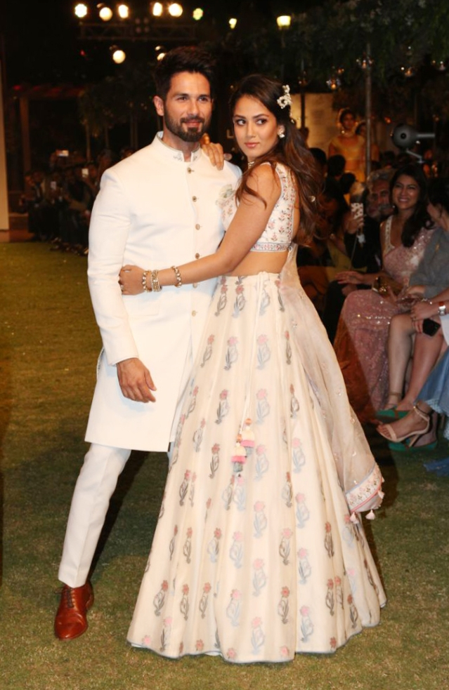 Shahid Kapoor and Mira Rajput pose for shutterbugs.