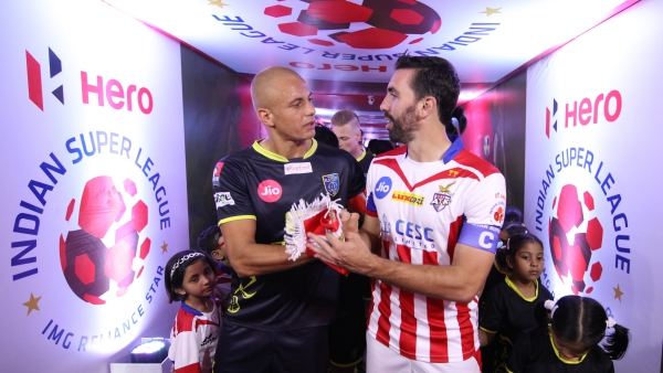 Jordi Figueras Montel of ATK and Wes Brown of Kerala Blasters FC shaking hands at tunnel during match 67 of the Hero Indian Super League between ATK and Kerala Blasters FC  held at the Vivekananda Yuba Bharati Krirangan Stadium, Kolkata, India on the 8th February  2018