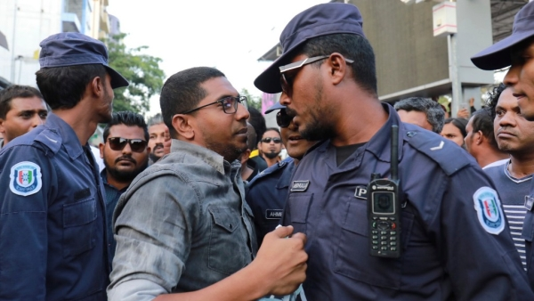 Maldivian opposition supporters scuffle with security forces officers during a protest demanding the release of political prisoners in Male, Maldives, on 2 February 2018.